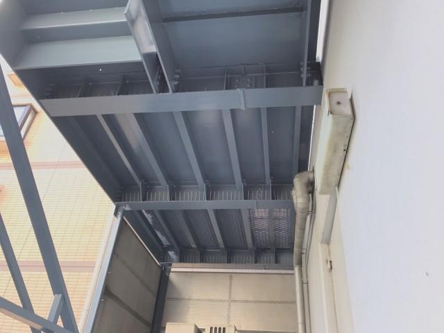 8階建てのビル、非常階段の梁に鳩の飛来ありどうにかしたい・・東京都港区赤坂