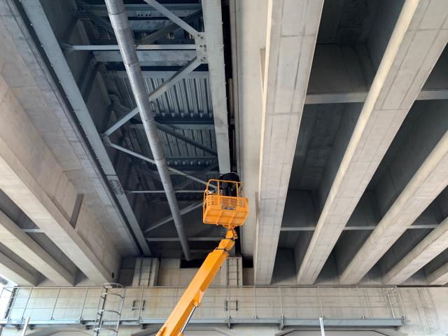 神奈川県で高架下ネット施工 鳩対策