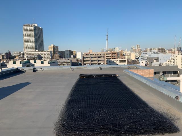江東区のマンション一棟ネット張り施工、群馬で庇ネット施工、神奈川で高架下ネット施工